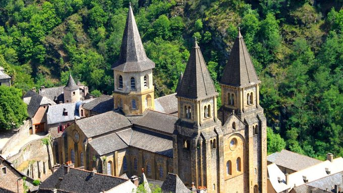 Conques-L-abbatiale-de-conques.jpeg